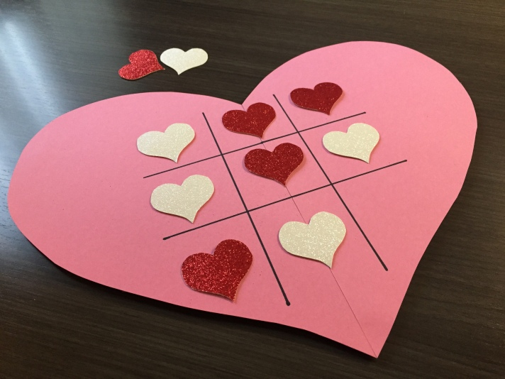 DIY Valentine's Day tic -tac-toe board